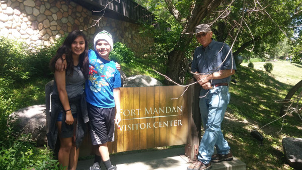 group standing in front of Fort Mandan sign